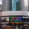屋根の上の記憶装置の外の広告のTrivisionの掲示板の表示