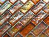 オレンジ多色刷りのナシの虹色のガラスモザイク・タイル