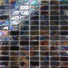 暗いこはく色のガラスモザイク・タイル