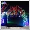 屋外のクリスマスはLEDの装飾の通りの装飾ライトをアーチ形にする