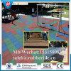 リサイクルされる安全はタイルを遊ばす。 屋外のバスケットボールコートのゴム製タイルのマット
