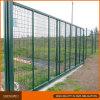 緑色PVC上塗を施してある金網の塀