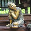 庭の景色の装飾的な仏スリープの状態である彫像Budhda
