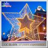 休日の暖かく白いChtistmasの装飾ライト3Dモチーフの巨大な星