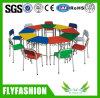 의자를 가진 학교 가구 색깔 나무로 되는 책상이 간단한 세트에 의하여 농담을 한다