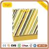 Bolso de compras amarillo claro del papel revestido de la raya