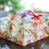 ケーキのための花パターン三角形の形の紙箱