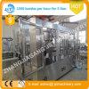 Llenado automático de 5 litros de agua de la planta de producción