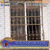 錬鉄のバルコニーの窓のかんぬき
