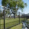 Recinzione rivestita del recinto e dello stagno del giardino della polvere