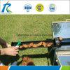 Concentrazione del fornello di energia solare che si accampa cucinando barbecue