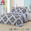 Het Europese Beddegoed Van uitstekende kwaliteit die van de Polyester 75GSM 100% van de Stijl voor het Gebruik van het Huis wordt geplaatst