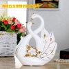 Artes cerâmicas dos ofícios da decoração da porcelana da forma da cisne