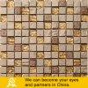 Mosaico dorato di cristallo nel tatto della Doubai con la pietra