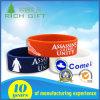 Il marchio su ordinazione Debossed/ha impresso/Wristbands stampati del silicone di modo