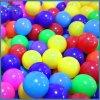 Яркие интересные шарик мягких пластмассовых океана мяч мяч на море
