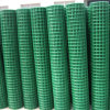 PVCは溶接された金網に塗るか、または電流を通した