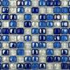 ガラスタイルは白く及び青の壁の装飾を制作する