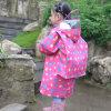 Cappotto di pioggia di nylon del poliestere di modo del bambino con il coperchio del sacchetto di banco