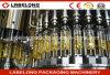 高い生産によってびん詰めにされるオリーブ油満ちるライン充填機