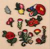 Flor roja de Rose de la ropa de la insignia del bordado de la corrección del hierro de encargo del papel