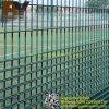 対の金網の塀のパネル