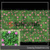 Зеленая искусственная ладонь лоз виноградины выходит изгородь