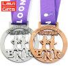 Il metallo su ordinazione poco costoso mette in mostra le medaglie dei Triathlons di Ironman delle piastre dell'oro