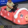 Cour de jeu électrique emballant la voiture de jouet