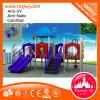 Slide de diversões parque ao ar livre para as crianças