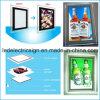 Publicidad de la tablilla de anuncios con la caja ligera del marco cristalino