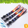 Les multicolores ont estampé les bracelets sublimés pour l'usager