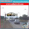 Brug die de DwarsVertoning van het Aanplakbord van de Weg in de Kant van de weg van de Stad adverteert