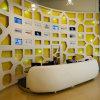 Bureau de réception en surface solide personnalisé au bureau moderne