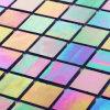 La pequeña pared del mosaico de la cocina embaldosa el vidrio manchado del restaurante