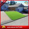 Césped sintetizado al aire libre de la alfombra de la hierba del césped de la hierba artificial verde natural