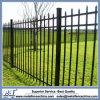 装飾用のやりの上の鉄の庭の塀