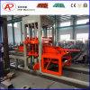 Bloque de pavimentación concreto que hace la formación del surtidor de la máquina