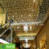 La stringa gigante del LED illumina la decorazione esterna delle decorazioni commerciali di natale