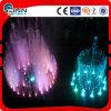 Fontaine d'eau de danse de musique de jardin avec des lumières colorées