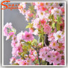 A seda cor-de-rosa floresce a árvore artificial da planta da flor de cereja