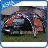 De opblaasbare Tent x-Gloo voor de Tentoonstelling van de Auto en de Handel tonen