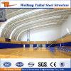 プレハブの大きい鉄骨構造の体育館