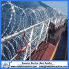 有刺鉄線かみそりワイヤーが付いている高く安い塀ワイヤー