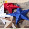 Estrella acentuada del papel cinco al aire libre de la decoración de la Navidad