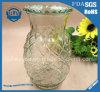 Прозрачное стекло орнаментирует держатели для свечи