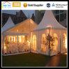 結婚披露宴のイベントの玄関ひさしの大きいガラス庭のサーカスのテント