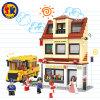 La plastica dello scuolabus ostruisce il giocattolo per i capretti