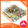 Il campo da giuoco dell'interno di zona del gioco da bambini scherza il castello impertinente di plastica