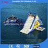 Jogos de água flutuante Escorrega insufláveis e combinação de trampolim de Água